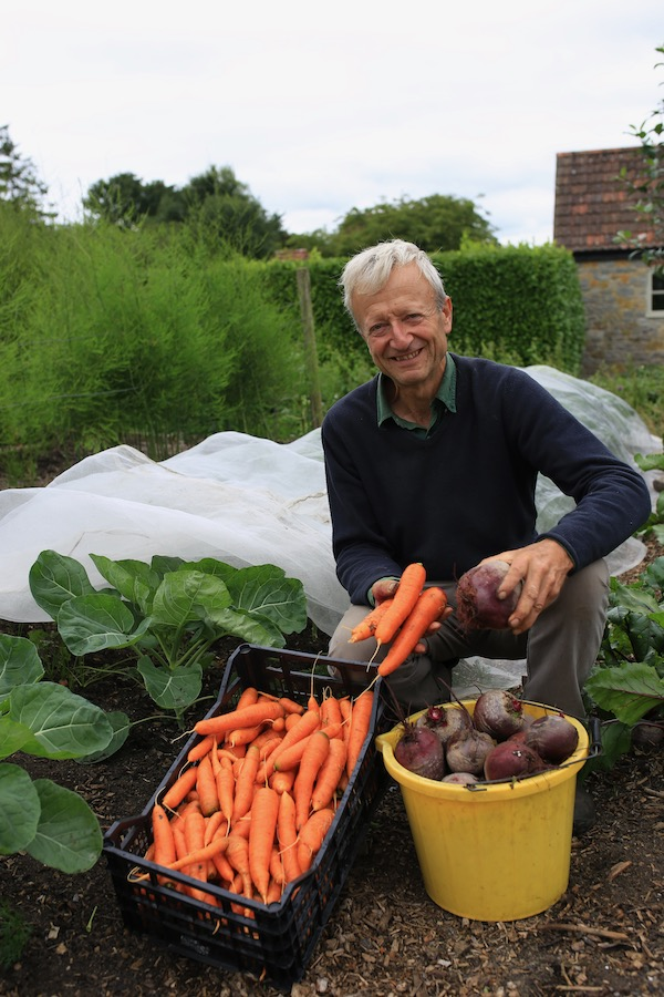 Charles Dowding with no dig carrots
