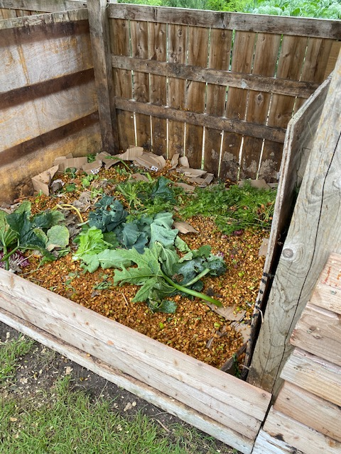 First layers of the new compost heap