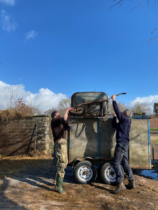 Loading manure for a hotbed